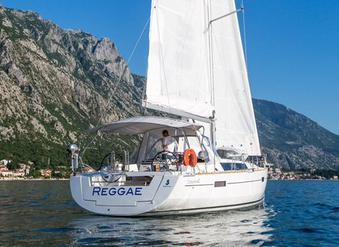 Beneteau Oceanis 41 | Reggae <br> 3 Cabins, 2 Bathrooms