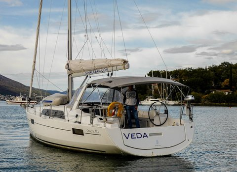 Beneteau Oceanis 41.1 | Veda <br> 3 Cabins, 2 Bathrooms