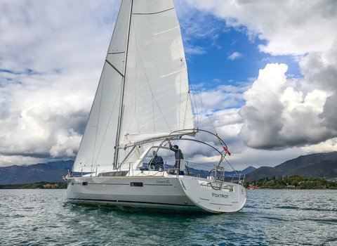 Beneteau Oceanis 45 | Foxtrot <br> 4 Cabins, 2 Bathrooms