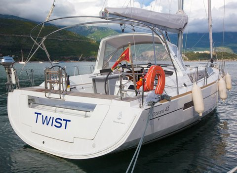Beneteau Oceanis 45 | Twist <br> 4 Cabins, 2 Bathrooms